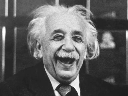 26marzo-Einstein_laughing