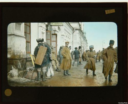 Soldati alla stazione di Omsk