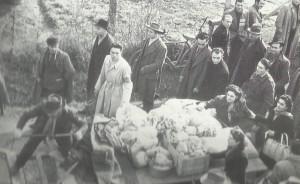 """30 gennaio 1948. Manifestazione di solidarietà con i lavoratori della """"Barbieri & Burzi"""". Gli aiuti di San Giorgio di Piano."""